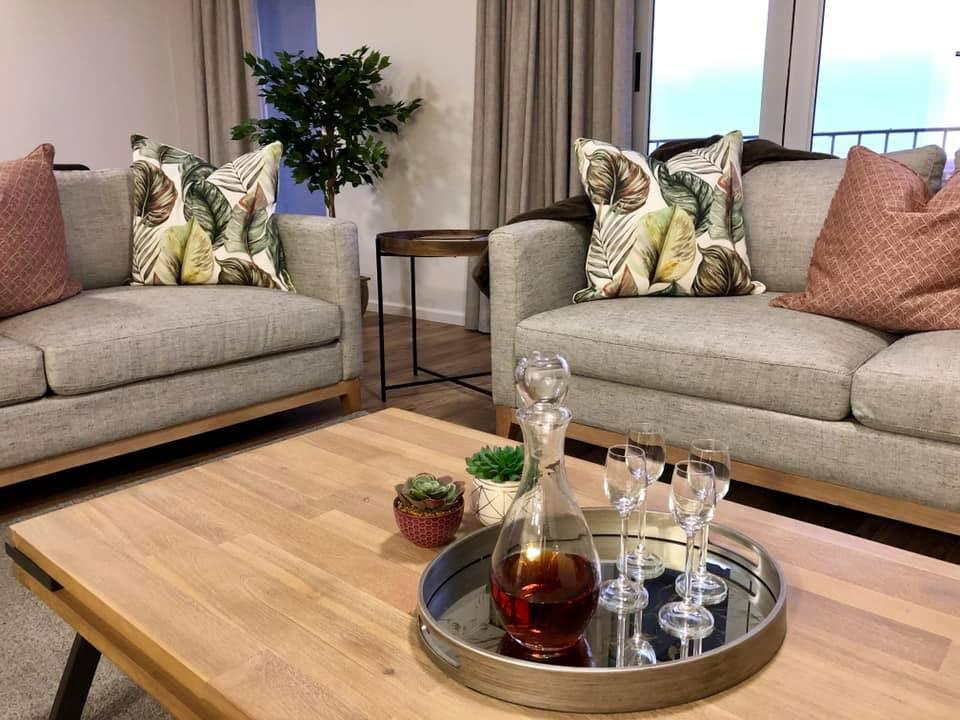 Oranjezicht Guest Accommodation | Upington | Northern Cape | Suites | Penthouse | Orange River | Luxury | Green Kalahari | Apartments | Usentra | South Africa | Accommodation | Bridal Suite